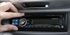 installazione-car-audio-officina-lautogomme-mozzate-como